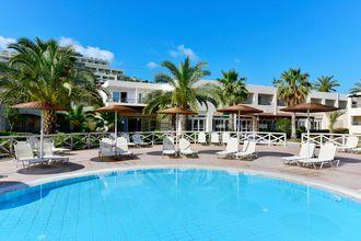 Poolområde på Hotel Kipriotis Maris Suites på Kos, Grækenland.