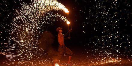 Ildshow på Koh Lanta i Thailand.