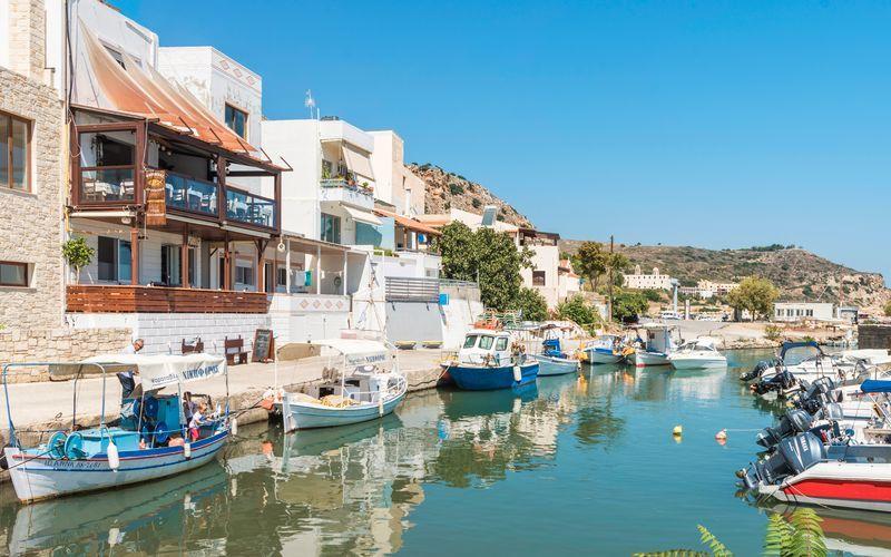 Hyggelig havn i Kolymbari på Kreta, Grækenland.