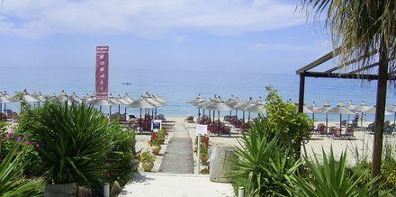 Stranden ved Hotel Korali House i Vrachos, Grækenland.