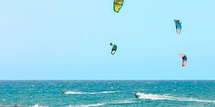 Kitesurfing på Kreta, Grækenland.