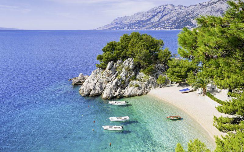 Små, hyggelige strande der ligger som perler på en snor langs Makarska Riviera.
