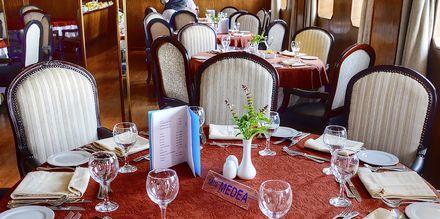 Restaurant på en af Spring Tours krydstogtbåde.