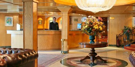 Lobby på en af Spring Tours krydstogtbåde.