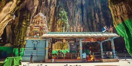Batugrotterne, eller Batu Caves, som de hedder på malaysisk, er en af de mægtigste seværdigheder i Kuala Lumpur.
