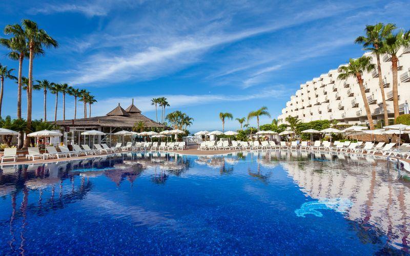 Poolområde på Hotel Landmar Playa la Arena på Tenerife, De Kanariske Øer.
