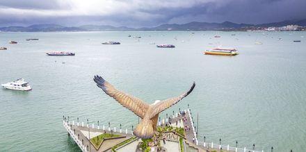 Dataran Helang, Langkawis kendte ørne-statue og ø.