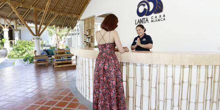 Reception på Hotel Lanta Casa Blanca på Koh Lanta i Thailand.