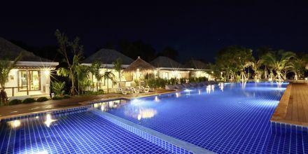 Poolområde på Hotel Lanta Casa Blanca på Koh Lanta i Thailand.