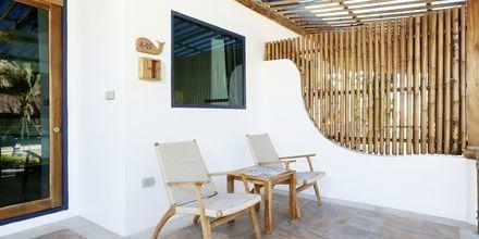 Deluxe-værelse i bungalow på Hotel Lanta Casa Blanca på Koh Lanta i Thailand.