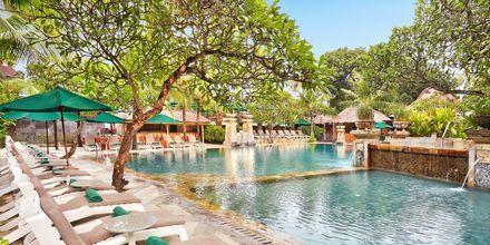 Pool på hotel Legian Beach i Kuta på Bali.