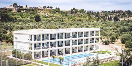 Den nye 25-meters pool og den nye sidebygning på Hotel Levante Beach Resort på Rhodos, Grækenland.