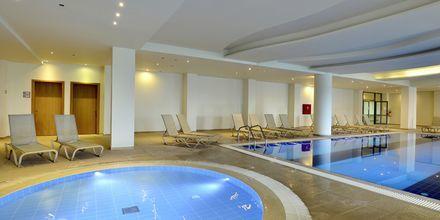 Indendørspool på Hotel Levante Beach Resort på Rhodos, Grækenland.