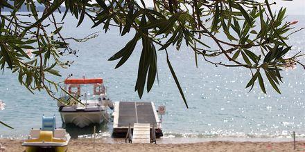 Stranden ved Hotel Lichnos Bay Village på Parga, Grækenland.