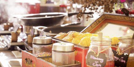 Morgenmadsbuffet på Hotel Loligo Resort Hua Hin Fresh Twist By Let's Sea i Thailand.