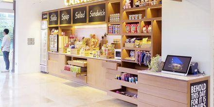 Minimarked på Hotel Loligo Resort Hua Hin Fresh Twist By Let's Sea i Thailand.