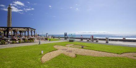 Strandpromenaden nedenfor Lopesan Costa Meloneras Resort Spa & Casino, Gran Canaria.
