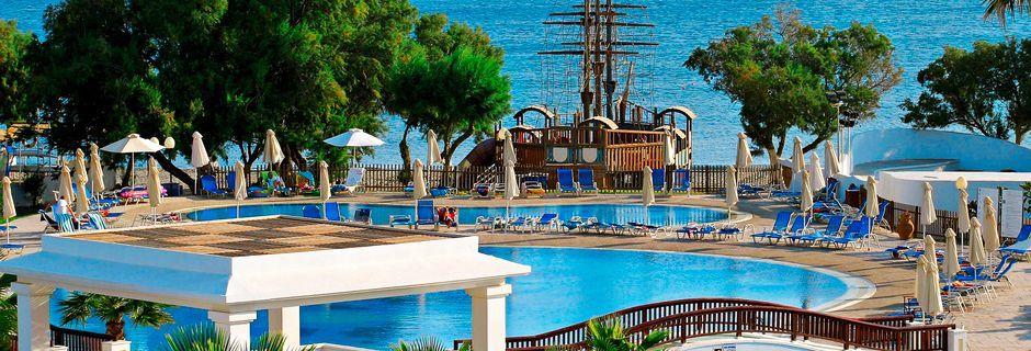 Poolområde på Hotel Louis Creta Princess på Kreta, Grækenland.