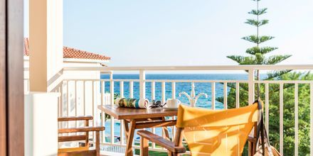 Balkon i 2-værelses lejlighed på Hotel Loukas on the Waves i Tragaki, Zakynthos.
