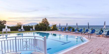 Poolen på Hotel Loukas on the Waves i Tragaki, Zakynthos.