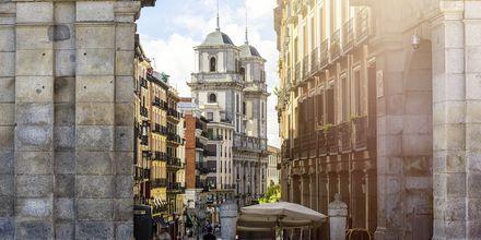 Arkitekturen i er blandet i Madrid, men en stor del af den gamle stil er bevaret.