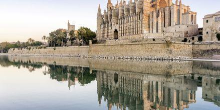 Mægtige La Seu i hovedstaden Palma er fra 1300-tallet og en af Mallorcas største turistmål.