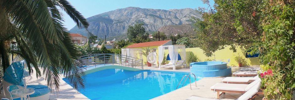 Poolområdet på Hotel Mando på Samos, Grækenland.