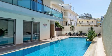 Pool på Hotel Manousos på Rhodos, Grækenland.