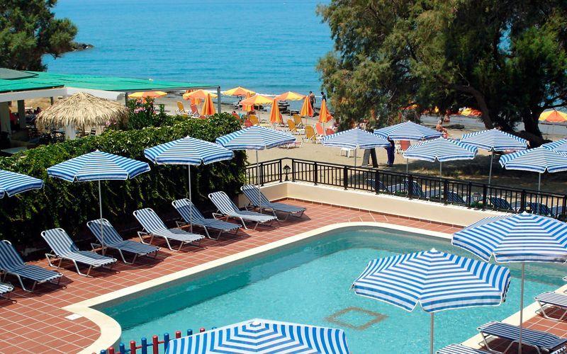 Poolområde på Margarita Beach Resort G D's Hotels på Kreta, Grækenland.