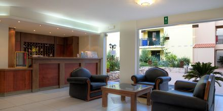 Receptionen på Margarita Beach Resort G D's Hotels på Kreta, Grækenland.