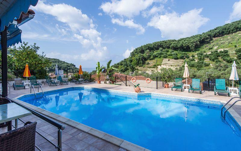 Poolen på hotel Margarita på Parga, Grækenland.
