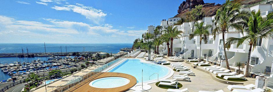 Poolområdet på hotel Marina Bay View i Puerto Rico på Gran Canaria.