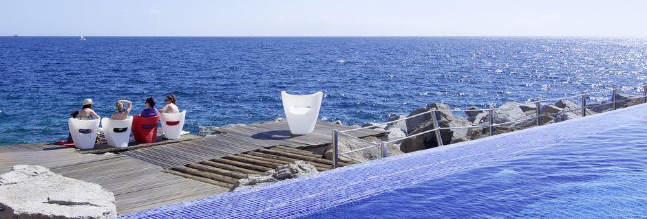 Poolområde på Marina Suites i Puerto Rico, Gran Canaria.