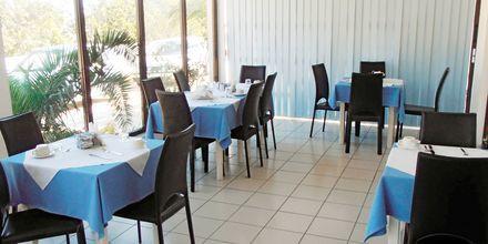 Restauranten på Hotel Mediterranean Beach på Karpathos.