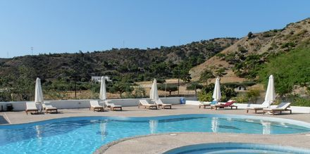 Pool på Hotel Mediterranean Beach på Karpathos.