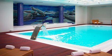 Indendørspool på Hotel Melia Madeira Mare på Madeira, Portugal.