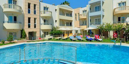 Poolområdet på hotel Melina Beach på Kreta, Grækenland.