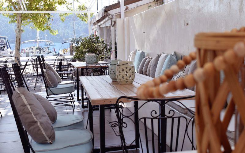 Morgenmadsservering på hotel Meltemi i Skiathos By
