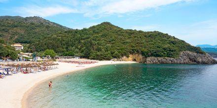 Stranden Megali Ammos Beach ved Hotel Mega Ammos, Sivota i Grækenland.