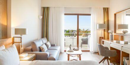 Dobbeltværelser i bungalow på hotel Minoa Palace Resort & Spa i Platanias på Kreta, Grækenland.