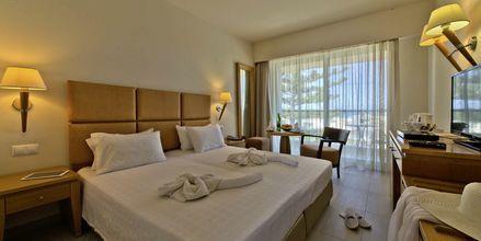 Deluxe-værelse på Hotel Minos i Rethymnon, Kreta.
