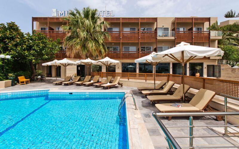 Pool på Hotel Minos i Rethymnon, Kreta.