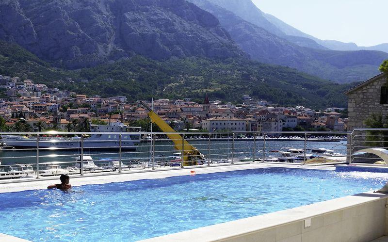 Poolen på Hotel Miramare i Makarska, Kroatien.