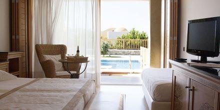 Dobbeltværelse med privat pool på Mitsis Blue Domes Resort & Spa på Kos i Grækenland.