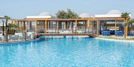 Poolområdet ved Mitsis Blue Domes Resort & Spa på Kos i Grækenland.