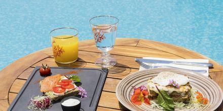 Poolbaren på Mitsis Blue Domes Resort & Spa på Kos i Grækenland