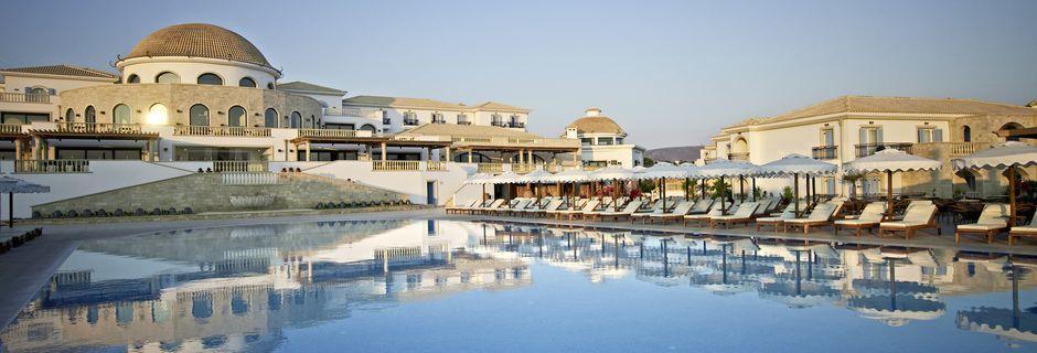 Poolområdet på Mitsis Laguna Resort & Spa i Anissaras, Kreta.