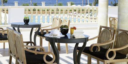 Poolbar på Mitsis Laguna Resort & Spa i Anissaras, Kreta.