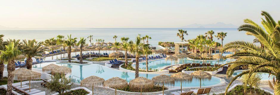Poolområdet på Mitsis Norida Beach Hotel på Kos i Grækenland.