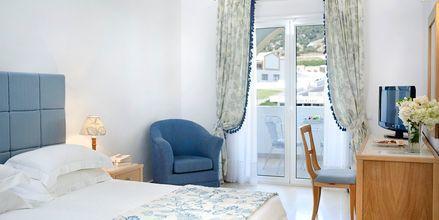 Dobbeltværelse i bungalow på Mitsis Norida Beach Hotel på Kos i Grækenland.